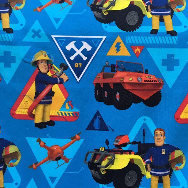 Wir fühlen uns schon viel sicherer mit dem Feuerwehrmann Sam im Stofflager 🏼🏼 #jersey #stoffladen #stofflager #darmstadt #griesheim