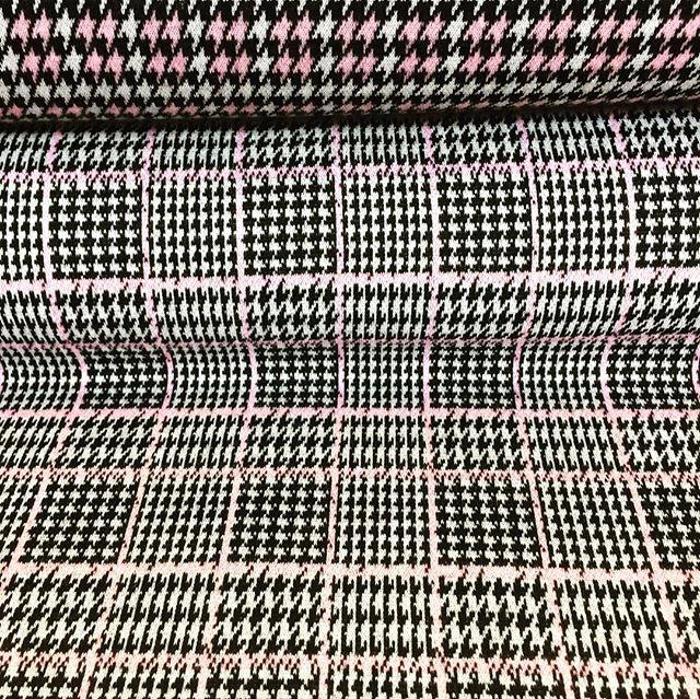 Trendiger Glencheck/Glenplaid in Kombination mit dem Hahnentritt/Dogstooth aus der gleichen Kollektion. Süße rosa Akzente sind inklusive  🏴️ #jersey