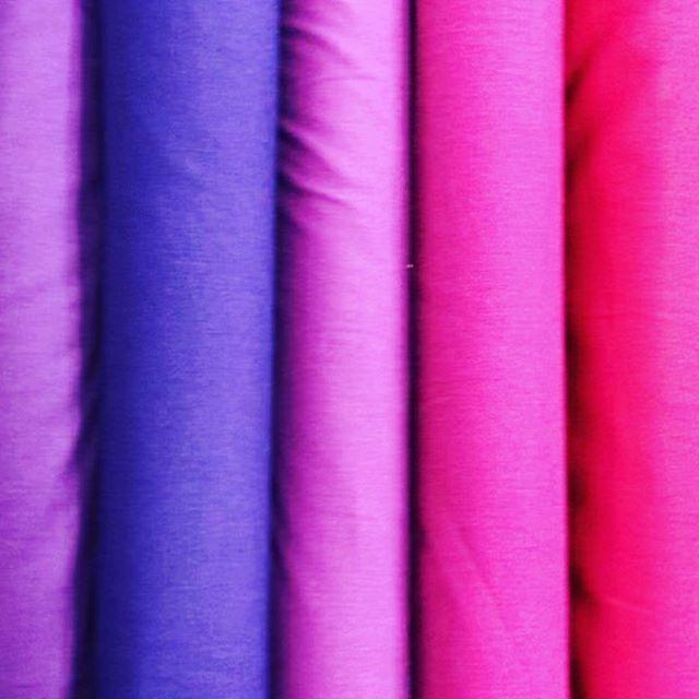 Bei uns findet ihr sicherlich den passenden Uni Baumwoll- oder Jerseystoff. Wir beraten euch gerne ️🧡