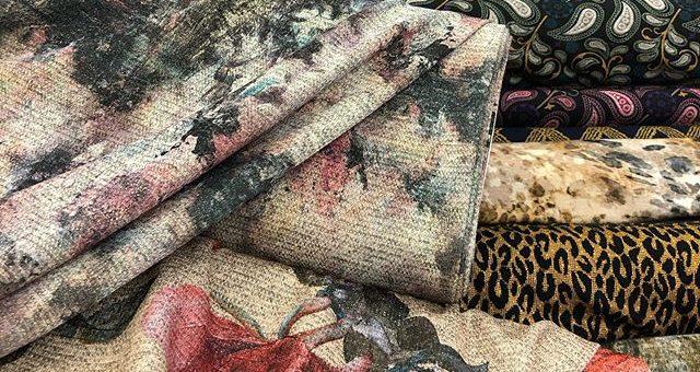 Schöne Kleiderstoffe mit Lurex Schimmer 🏼bei uns im @stofflager