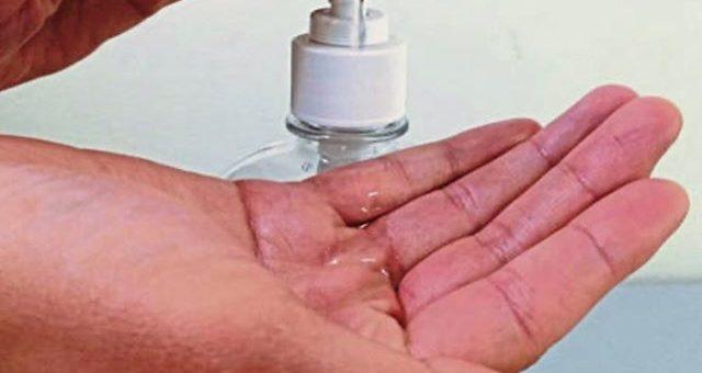 Liebe Kunden, unser Stofflager in Griesheim bleibt wie gewohnt geöffnet.Jedoch hat in dieser schwierigen Zeit die Sicherheit unserer Kunden und Mitarbeiter höchste Priorität. Aufgrund der aktuellen Situation treffen wir alle möglichen Vorkehrungen, um diese Sicherheit zu gewährleisten. Wir behalten die Empfehlungen der Behörden jederzeit im Blick und folgen deren Anweisungen.Wir haben die notwendigen Hygienemaßnahmen erhöht: Mitarbeiter mit Krankheitssymptomen werden nicht eingesetzt. Unsere Mitarbeiter sind angewiesen häufig Desinfektionsmittel zu verwenden und die Hände zu waschen. Ladentische, Türgriffe und andere Oberflächen werden desinfiziert und gereinigt. Ebenfalls wird das Kleingeld mit Desinfektionsmittel besprüht.Wir hoffen, dass sich die Situation bald verbessert und sind in Gedanken bei allen Betroffenen. Wir euch aber auch weiterhin viel Spaß beim Nähen.Mit freundlichen Grüßen,Das Stofflager Team